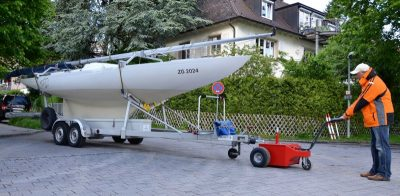 Anhänger-Rangierer-XL-Boot Multimover - Segelboot trailer ziehen - Segelboottrailer versetzen - Segelbootanhänger manövrieren - Anhänger Segelboot rangieren - Elektroschlepper - Rangierhilfe - Industrieschlepper - Elektro-Schlepper - Zughilfe - Manövrierhilfe - Rangierschlepper - Deichselschlepper