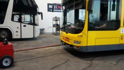 Bus-in-Werkstatt-Rangieren - Multimover - Elektroschlepper - Rangierhilfe - Industrieschlepper - Zughilfe - Elektro-Schlepper