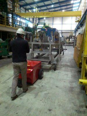 multimover - Fabrikhalle - Fertigungshalle - Industrie - Metallindustrie - Elektroschlepper - Rangierhilfe - Industrieschlepper - Zughilfe - Elektro-Schlepper