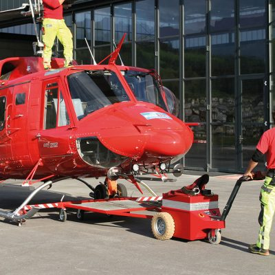 Multi-Mover XL Helikopter versetzen_Helikopter ziehen, Elektroschlepper Elektro-Schlepper Zugmaschine