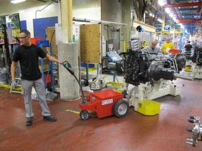 Industrie - Metallindustrie - Fertigungshalle - Werkstatt -Elektroschlepper - Rangierhilfe - Industrieschlepper - Elektro-Schlepper - Zughilfe - Manövrierhilfe - Rangierschlepper - Deichselschlepper - Anhängerrangierer